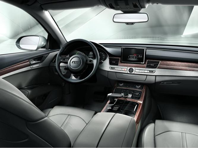 通过灵敏的湿度传感器,时刻确保车窗不因冷凝水汽而干扰视线,使驾驶